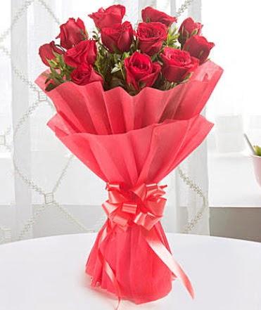 12 adet kırmızı gülden modern buket  Trabzon çiçekçiler