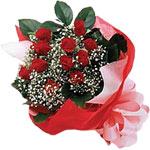 Trabzon hediye sevgilime hediye çiçek  KIRMIZI AMBALAJ BUKETINDE 12 ADET GÜL