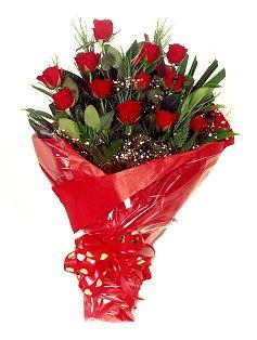 12 adet kirmizi gül buketi  Trabzon çiçek online çiçek siparişi