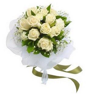 Trabzon hediye çiçek yolla  11 adet benbeyaz güllerden buket